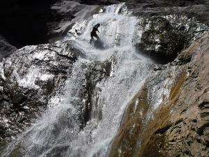 Barranquismo_Barranco_Estribiella_valle_de_echo_selva_oza_menditxik_mendi_arroila_gidariak_guias_montana_barrancos_canyoning_mountain_guides_euskal_herria_euskadi_pais_vasco_basque_country_txiki20