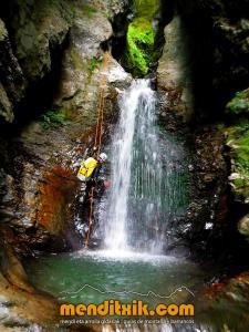 barranco_cassies_barranquismo_canyoning_descente_canyon_pirineos_hautes_pyrenees_menditxik_guias_montana_1