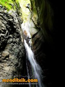barranco_cassies_barranquismo_canyoning_descente_canyon_pirineos_hautes_pyrenees_menditxik_guias_montana_4