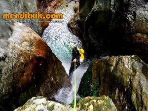 barranco_cassies_barranquismo_canyoning_descente_canyon_pirineos_hautes_pyrenees_menditxik_guias_montana_6