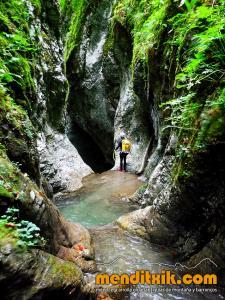 barranco_cassies_barranquismo_canyoning_descente_canyon_pirineos_hautes_pyrenees_menditxik_guias_montana_7