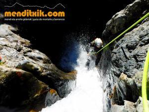 barranco_gargantan_ossoue_barranquismo_canyoning_descente_canyon_pirineos_hautes_pyrenees_menditxik_guias_montana_10