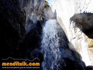 barranco_gargantan_ossoue_barranquismo_canyoning_descente_canyon_pirineos_hautes_pyrenees_menditxik_guias_montana_11