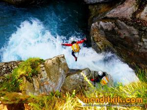 barranco_gargantan_ossoue_barranquismo_canyoning_descente_canyon_pirineos_hautes_pyrenees_menditxik_guias_montana_3