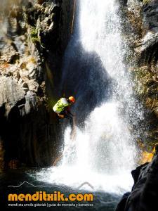 barranco_gargantan_ossoue_barranquismo_canyoning_descente_canyon_pirineos_hautes_pyrenees_menditxik_guias_montana_6