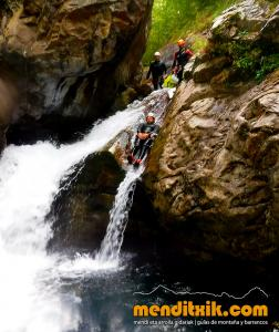 barranco_gedres_barranquismo_canyoning_descente_canyon_pirineos_hautes_pyrenees_menditxik_guias_montana_1