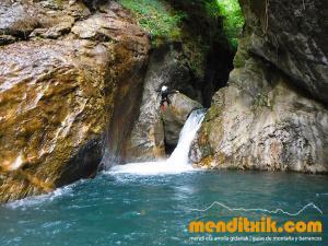 barranco_gedres_barranquismo_canyoning_descente_canyon_pirineos_hautes_pyrenees_menditxik_guias_montana_13