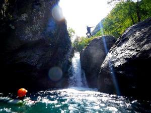 barranco_gedres_barranquismo_canyoning_descente_canyon_pirineos_hautes_pyrenees_menditxik_guias_montana_2