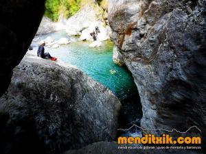barranco_gedres_barranquismo_canyoning_descente_canyon_pirineos_hautes_pyrenees_menditxik_guias_montana_3