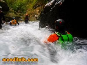 barranco_gedres_barranquismo_canyoning_descente_canyon_pirineos_hautes_pyrenees_menditxik_guias_montana_4