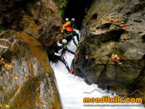 barranco_gedres_barranquismo_canyoning_descente_canyon_pirineos_hautes_pyrenees_menditxik_guias_montana_5