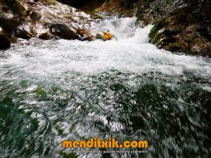 barranco_gedres_barranquismo_canyoning_descente_canyon_pirineos_hautes_pyrenees_menditxik_guias_montana_7