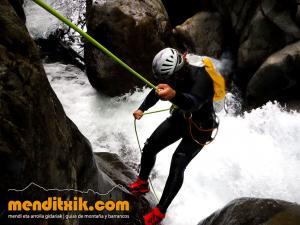 barranco_gedres_barranquismo_canyoning_descente_canyon_pirineos_hautes_pyrenees_menditxik_guias_montana_9