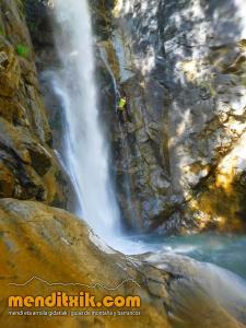 barranco_saugue_barranquismo_canyoning_descente_canyon_pirineos_hautes_pyrenees_menditxik_guias_montana_10