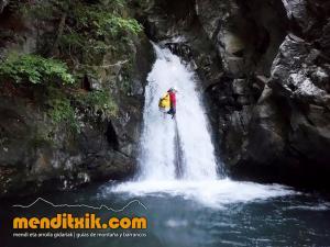 barranco_saugue_barranquismo_canyoning_descente_canyon_pirineos_hautes_pyrenees_menditxik_guias_montana_2