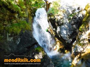 barranco_saugue_barranquismo_canyoning_descente_canyon_pirineos_hautes_pyrenees_menditxik_guias_montana_6