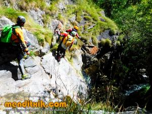 barranco_saugue_barranquismo_canyoning_descente_canyon_pirineos_hautes_pyrenees_menditxik_guias_montana_8
