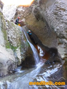 170422 artazul barranquismo arroila canyoning pais vasco navarra nafarroa euskadi euskal herria menditxik mendi gidariak guias montaña barrancos 5