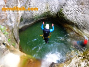 170422 artazul barranquismo arroila canyoning pais vasco navarra nafarroa euskadi euskal herria menditxik mendi gidariak guias montaña barrancos 6