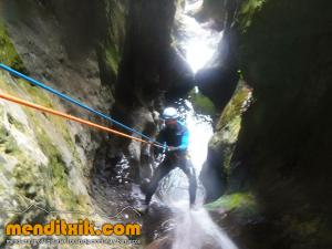 171027 Leze barranquismo descenso barrancos canyoning pais vasco euskadi navarra nafarroa menditxik guia montaña mendi arroila gidariak 6