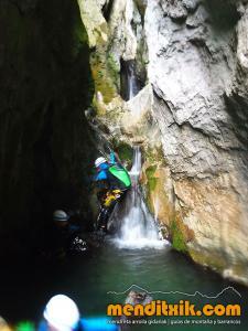 171027 Leze barranquismo descenso barrancos canyoning pais vasco euskadi navarra nafarroa menditxik guia montaña mendi arroila gidariak 8