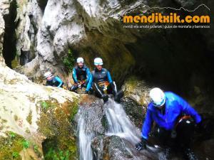 171027 Leze barranquismo descenso barrancos canyoning pais vasco euskadi navarra nafarroa menditxik guia montaña mendi arroila gidariak 9