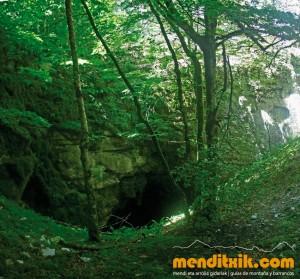 25-Urbasa_Andia_Zeharkaldia_Travesia_Montana_Mendia_Euskal_Herria_Pais_Vasco_Pays_Basque_Basque_Country_Menditxik_Mendi_Arroila_Gidariak_Guías_montaña_barrancos_mountain_canyon_guide_montagne_canyon_guides