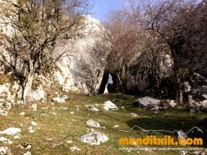 5 Degurixa Artzai Txabola Degurixa Aizkorri Aratz Queso GAzta Chabola Pastor menditxik mendi gidariak guías de montaña mountain guides canyon canyoning barrancos arroilak
