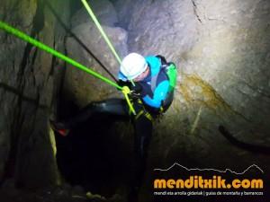 Leze Arroila Barranquismo Canyon Canyoning Euskal herria pais vasco basque country menditxik mendi arroila gidaria guías montaña barrancos canyoning mountain guides1