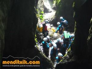 Leze Arroila Barranquismo Canyon Canyoning Euskal herria pais vasco basque country menditxik mendi arroila gidaria guías montaña barrancos canyoning mountain guides13