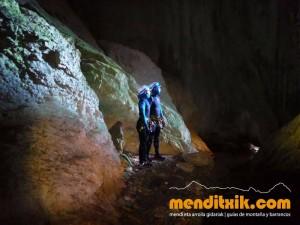 Leze Arroila Barranquismo Canyon Canyoning Euskal herria pais vasco basque country menditxik mendi arroila gidaria guías montaña barrancos canyoning mountain guides4