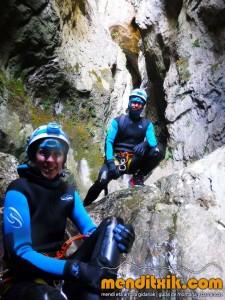 Leze Arroila Barranquismo Canyon Canyoning Euskal herria pais vasco basque country menditxik mendi arroila gidaria guías montaña barrancos canyoning mountain guides5