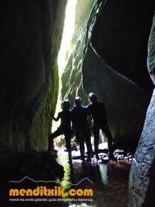 Leze Arroila Barranquismo Canyon Canyoning Euskal herria pais vasco basque country menditxik mendi arroila gidaria guías montaña barrancos canyoning mountain guides7