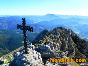 Udalaitz Udalatx menditxik minas mehatzeak mendi arroila gidariak guías montana barrancos 8