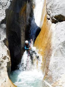 Barranquismo_Barranco_Estribiella_valle_de_echo_selva_oza_menditxik_mendi_arroila_gidariak_guias_montana_barrancos_canyoning_mountain_guides_euskal_herria_euskadi_pais_vasco_basque_country_txiki10