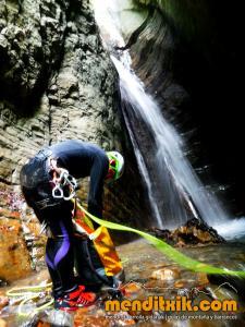 barranco_cassies_barranquismo_canyoning_descente_canyon_pirineos_hautes_pyrenees_menditxik_guias_montana_5