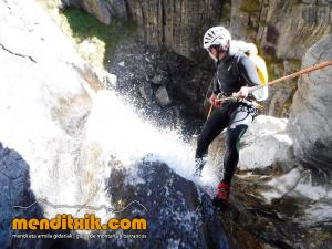 barranco_gargantan_ossoue_barranquismo_canyoning_descente_canyon_pirineos_hautes_pyrenees_menditxik_guias_montana_13