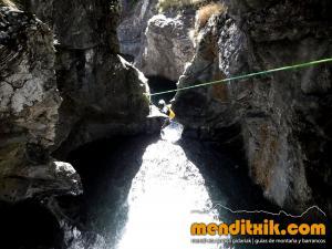 barranco_gargantan_ossoue_barranquismo_canyoning_descente_canyon_pirineos_hautes_pyrenees_menditxik_guias_montana_9