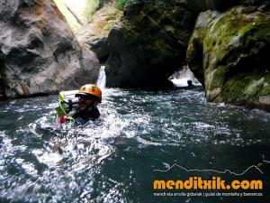 barranco_gedres_barranquismo_canyoning_descente_canyon_pirineos_hautes_pyrenees_menditxik_guias_montana_14