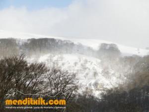 03-Urbasa_Andia_Zeharkaldia_Travesia_Montana_Mendia_Euskal_Herria_Pais_Vasco_Pays_Basque_Basque_Country_Menditxik_Mendi_Arroila_Gidariak_Guías_montaña_barrancos_mountain_canyon_guide_montagne_canyon_guides