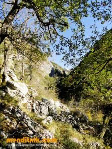 12_urkulu_arantzazu_aizkorri_aratz_zeharkaldia_travesia_montaña_mendia_euskal_herria_pais_vasco_pays_basque_basque_country_menditxik_mendi_arroila_gidariak_guías_montaña_barrancos