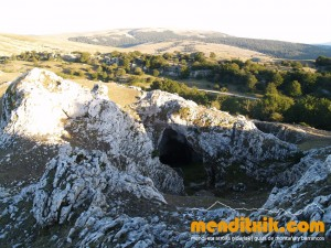 16-Urbasa_Andia_Zeharkaldia_Travesia_Montana_Mendia_Euskal_Herria_Pais_Vasco_Pays_Basque_Basque_Country_Menditxik_Mendi_Arroila_Gidariak_Guías_montaña_barrancos_mountain_canyon_guide_montagne_canyon_guides