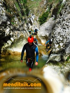 170422 artazul barranquismo arroila canyoning pais vasco navarra nafarroa euskadi euskal herria menditxik mendi gidariak guias montaña barrancos 20
