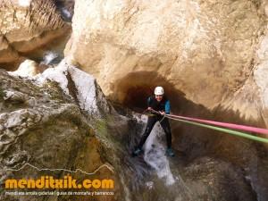 170422 artazul barranquismo arroila canyoning pais vasco navarra nafarroa euskadi euskal herria menditxik mendi gidariak guias montaña barrancos 31