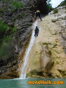 170722 SIRESA barranquismo valle hecho barrancos descenso pais vasco navarra euskadi euskal herria basque country canyoning arroila jeitsiera menditxik mendi gidariak guias montana29