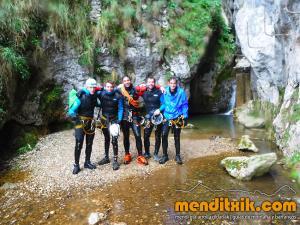 171027 Leze barranquismo descenso barrancos canyoning pais vasco euskadi navarra nafarroa menditxik guia montaña mendi arroila gidariak 10