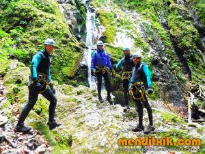 171027 Leze barranquismo descenso barrancos canyoning pais vasco euskadi navarra nafarroa menditxik guia montaña mendi arroila gidariak 2