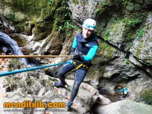 171027 Leze barranquismo descenso barrancos canyoning pais vasco euskadi navarra nafarroa menditxik guia montaña mendi arroila gidariak 3