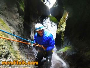171027 Leze barranquismo descenso barrancos canyoning pais vasco euskadi navarra nafarroa menditxik guia montaña mendi arroila gidariak 7