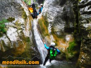 180609 Artazulo Artazul barranquismo navarra nafarroa descenso barrancos menditxik guias montaña barrancos mendi arroila gidariak 3
